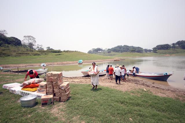 Diconsa abastece a la población en zonas afectadas en Tabasco