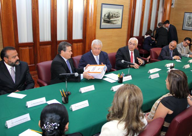 Entrega representación sindical el Pliego General de Demandas 2014.