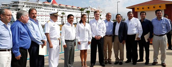 Reunión de trabajo efectuada en el Muelle 2 de la Terminal de Cruceros del Puerto Ensenada.