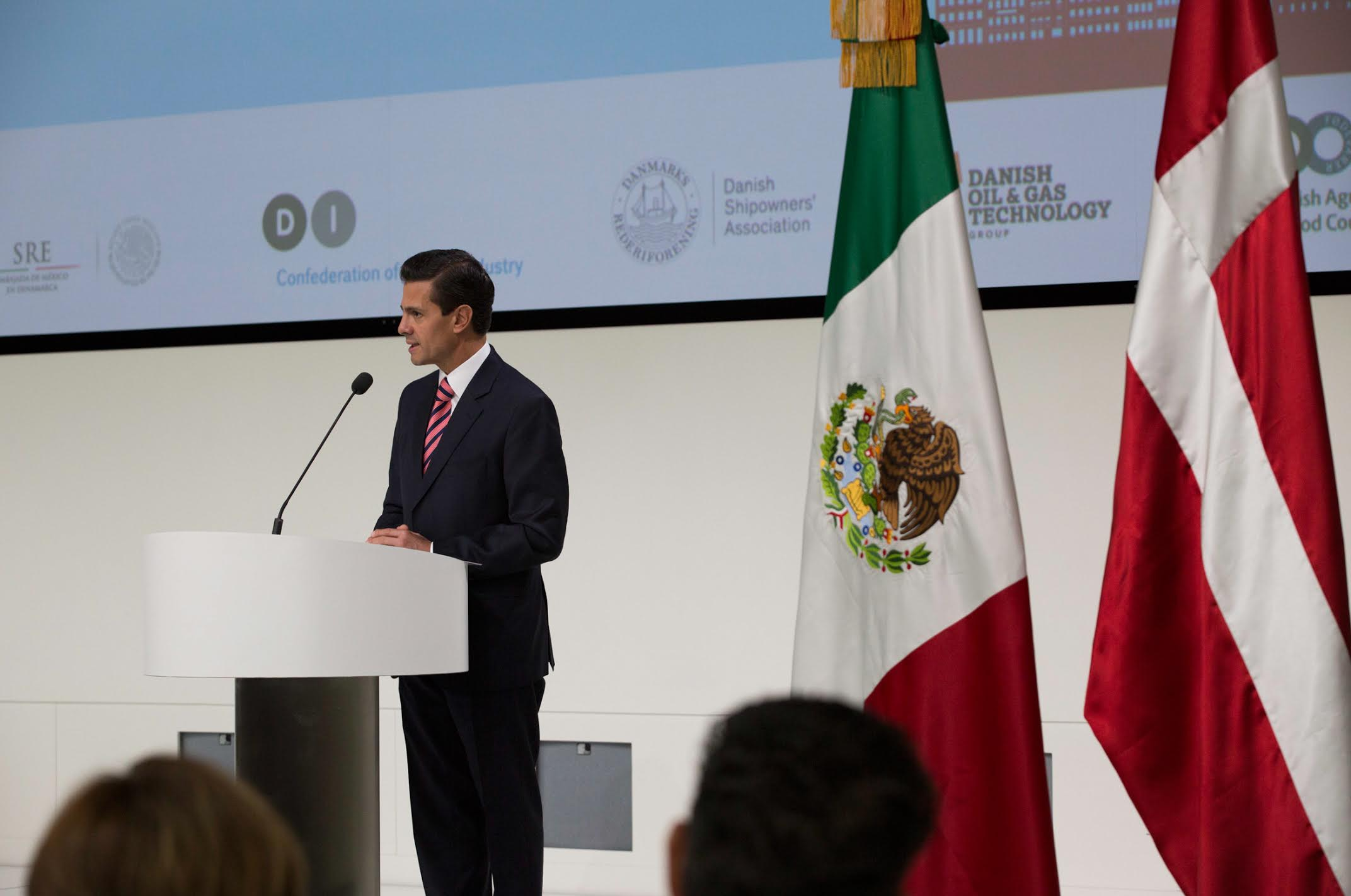 President Enrique Peña Nieto met with Danish business leaders and CEOs of Danish companies with interests in Mexico.