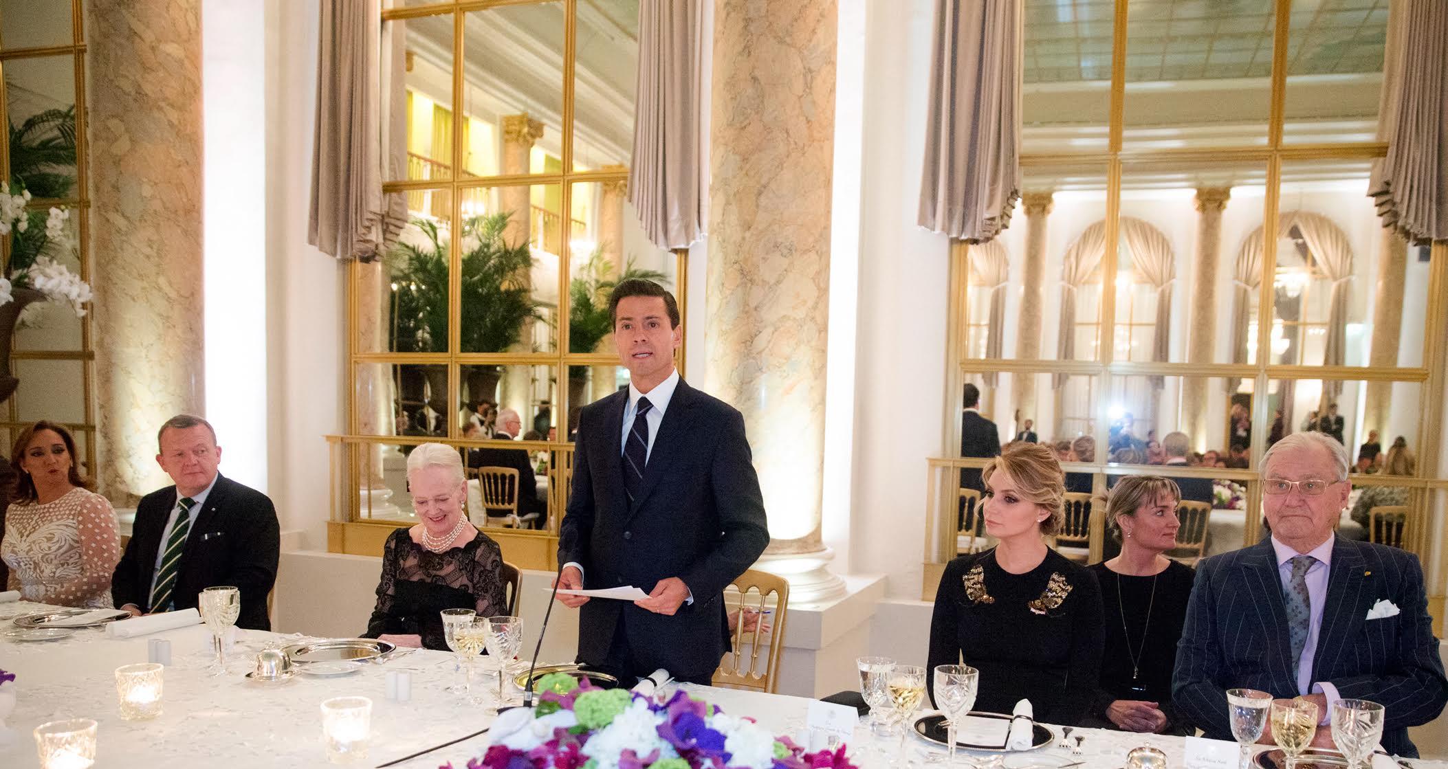 El Presidente Enrique Peña Nieto agradeció a Su Majestad la hospitalidad brindada a él, a su esposa Angélica Rivera de Peña y a los integrantes de su Comitiva, durante su estancia en Dinamarca.