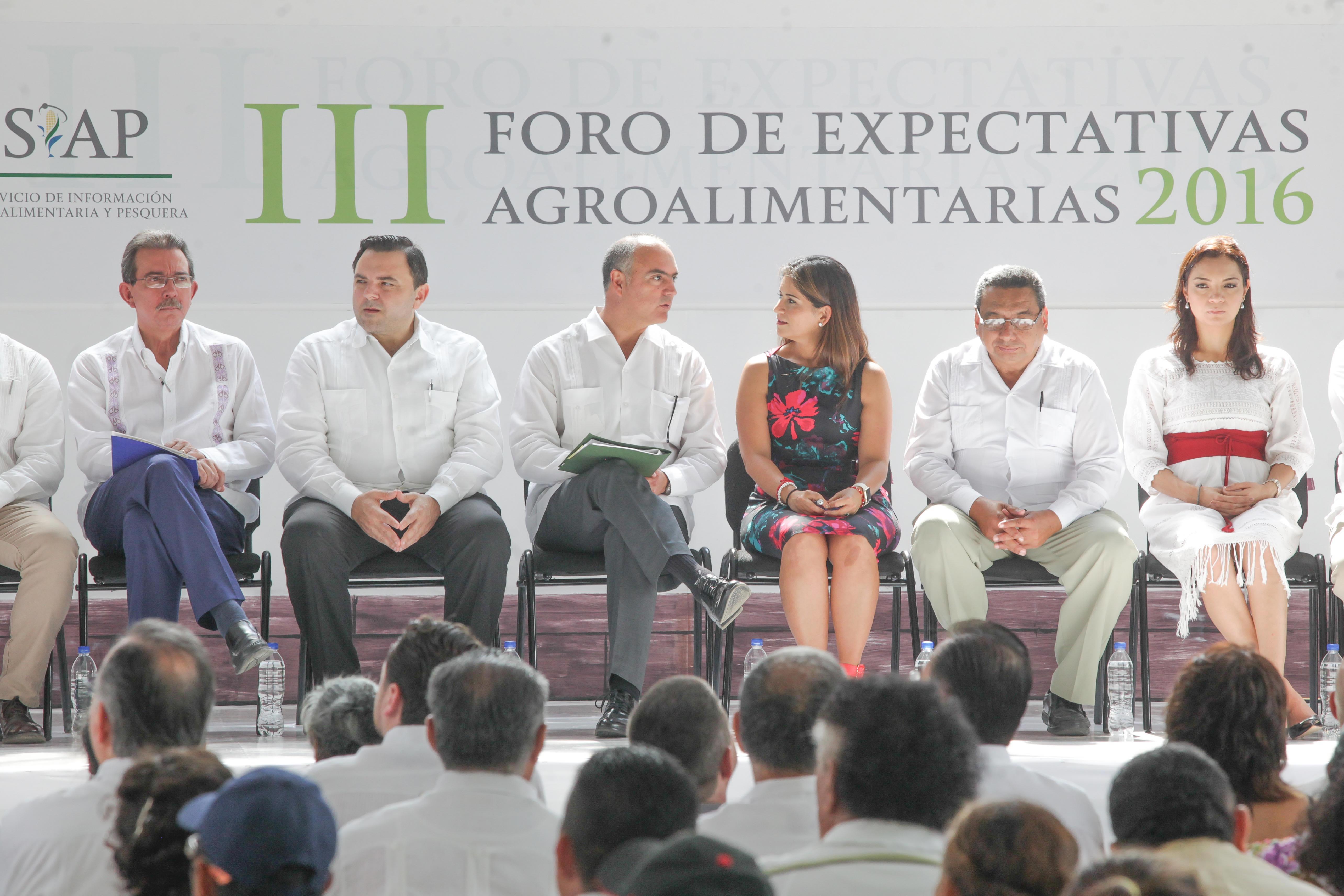 El secretario José Calzada Rovirosa inauguró el III Foro de Expectativas Agroalimentarias 2016.