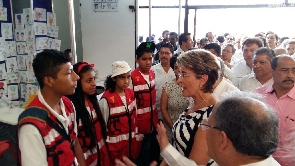 La doctora Mercedes Juan, supervisó la operación del segundo Centro Regional de Vacunología de Tabasco.