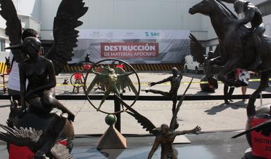 Destrucción de obras apócrifas del escultor Jorge Marín.