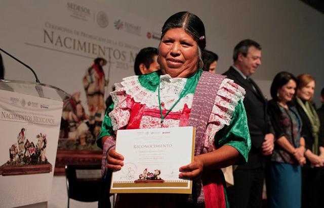 """Reconocen el trabajo de 279 artesanos de la República Mexicana, muchos, procedentes de comunidades indígenas, quienes participaron en el XX Concurso Nacional """"Nacimientos Mexicanos 2013""""."""