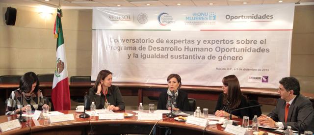 Inaugura Rosario Robles Berlanga el Conversatorio de Expertas y Expertos del Programa de Desarrollo Humano Oportunidades y la Igualdad Sustantiva de Género.