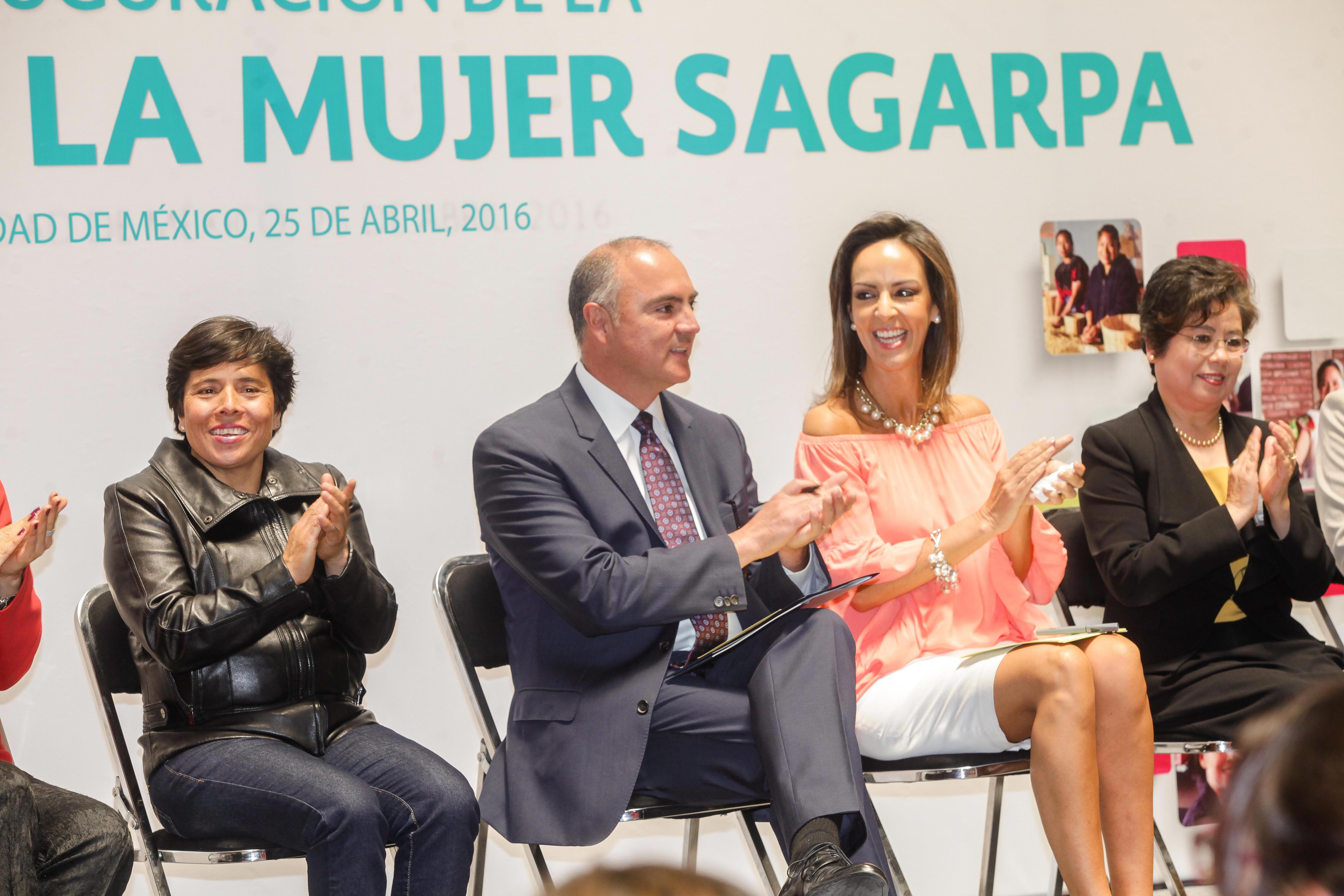 Reconoce titular de SAGARPA labor de mujeres emprendedoras en la producción rural.