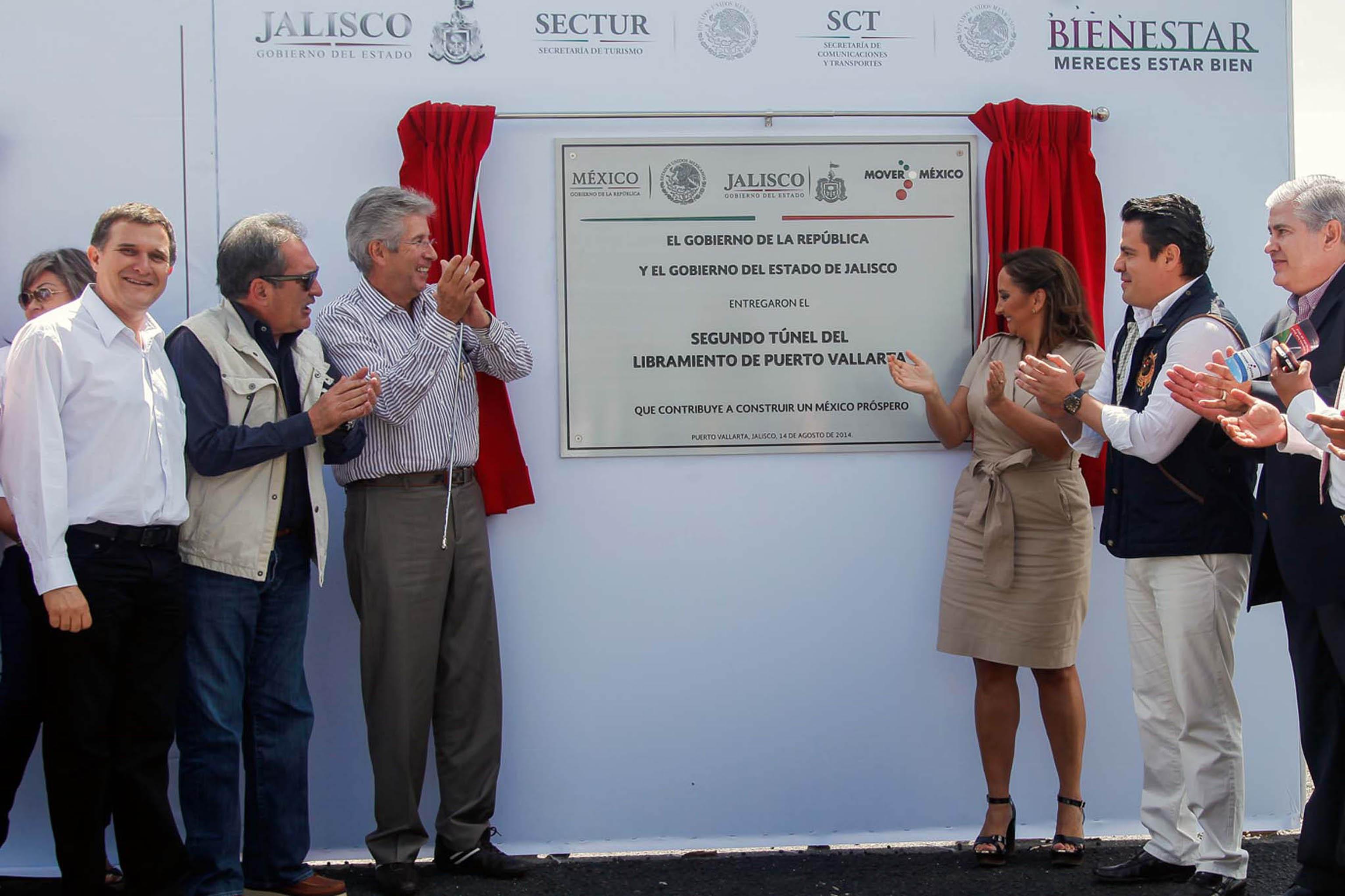 Los secretarios de Turismo, Claudia Ruiz Massieu, y de Comunicaciones y Transportes, Gerardo Ruiz Esparza, entregaron obras de infraestructura turística y de conectividad terrestre en el estado de Jalisco.