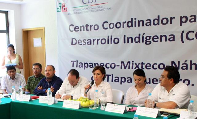 La secretaria de Sedesol visitó el comedor comunitario Atlamajac y recorrió el terreno donde se construirá la Ciudad de la Mujer, en Tlapa de Comonfort, Guerrero