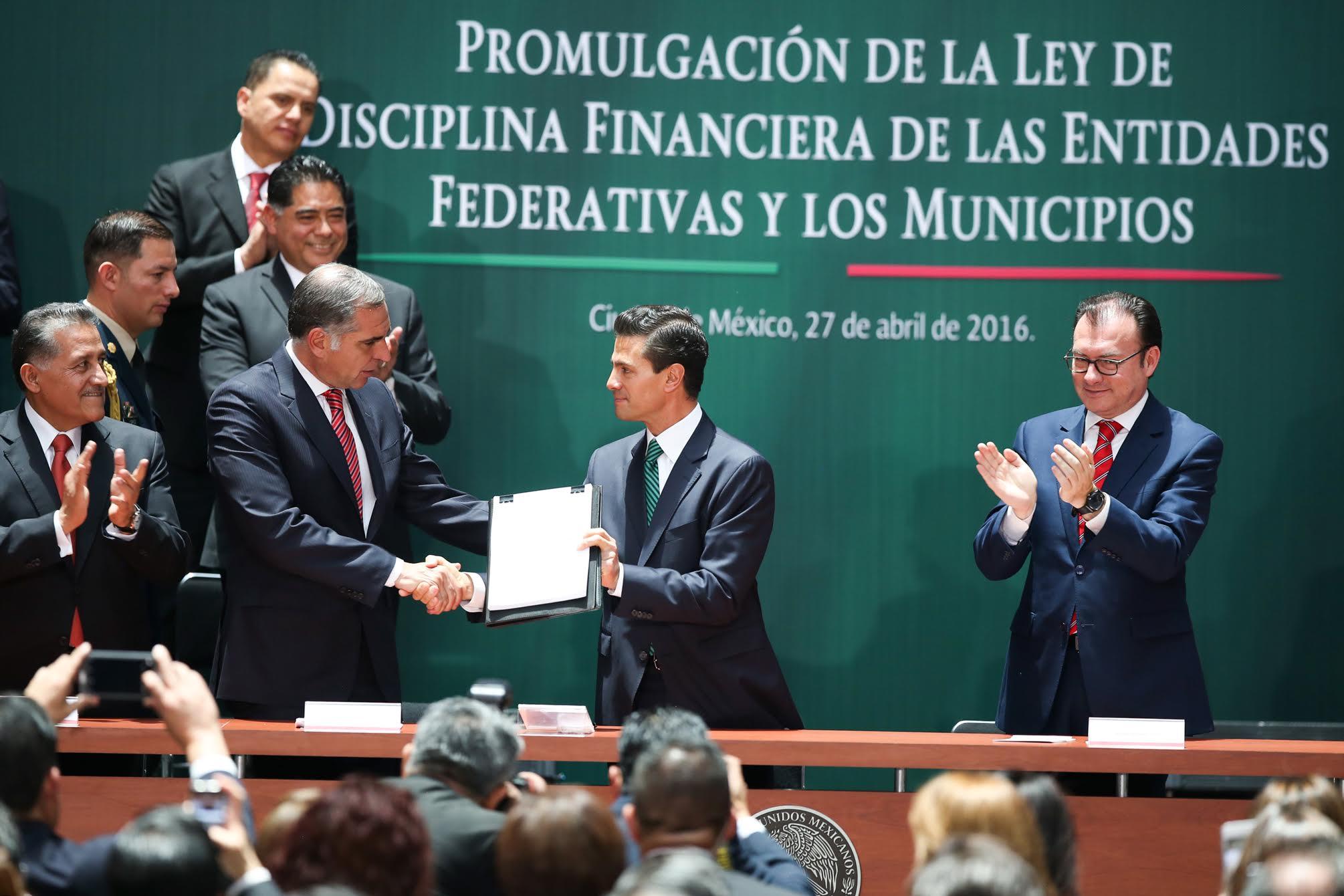 """""""México no tiene un exceso de endeudamiento subnacional. La deuda agregada de los estados y municipios, representa el 3.1 por ciento del Producto Interno Bruto"""", doctor Luis Videgaray Caso."""