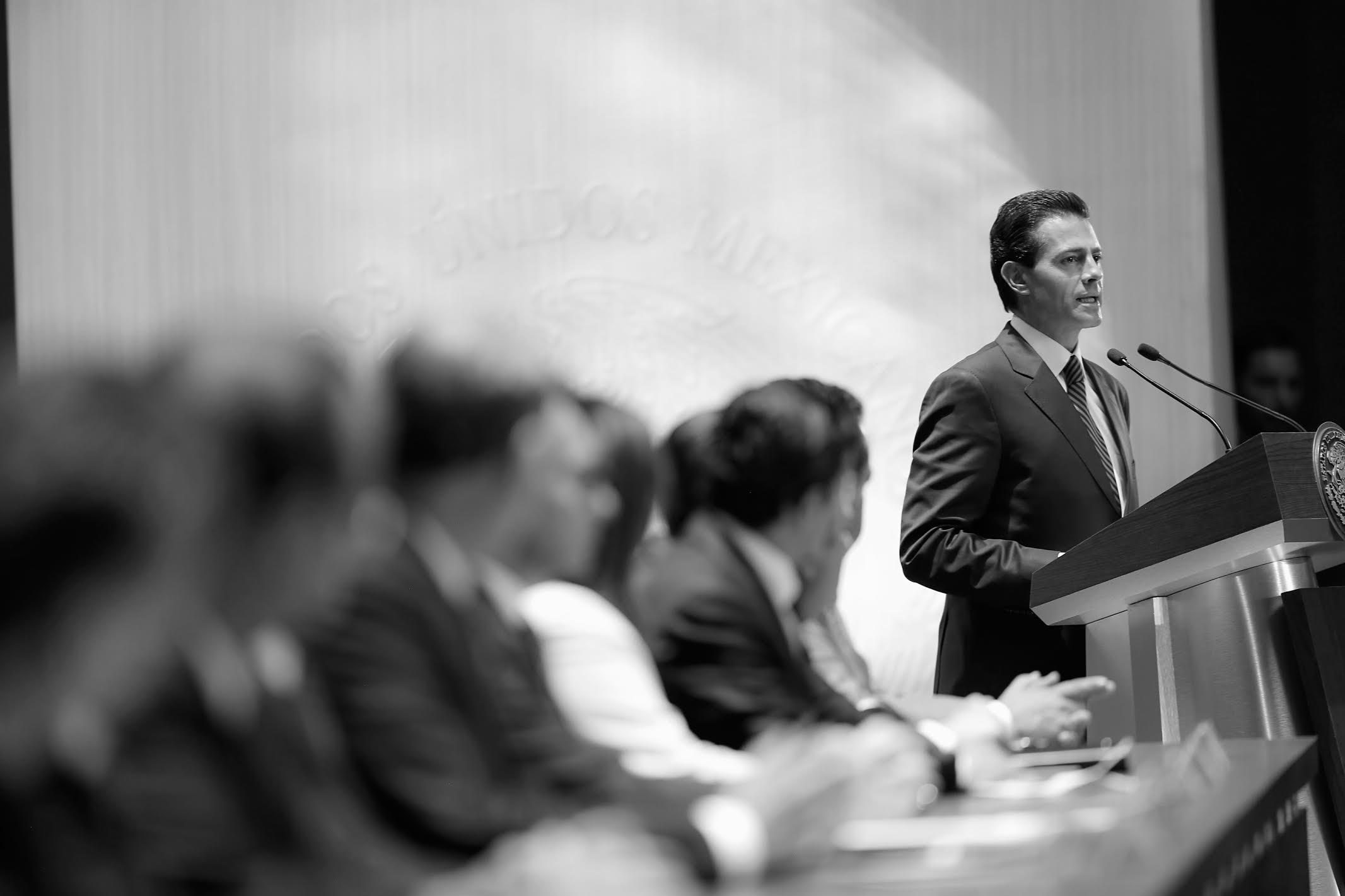 """""""Para lograr esta transformación ha sido necesario construir acuerdos, escuchar a las distintas voces y concretar propuestas de manera responsable y equilibrada"""": EPN"""