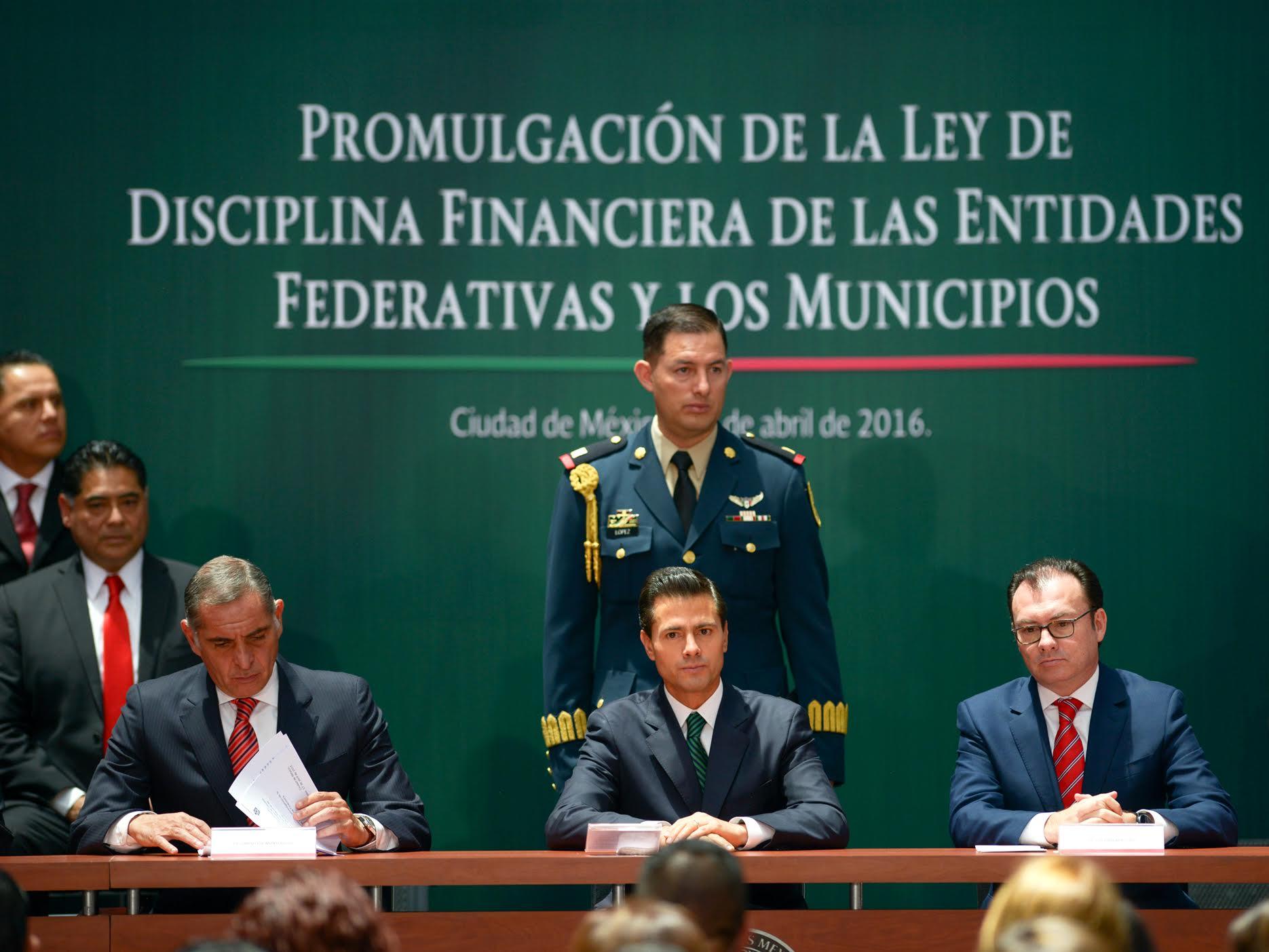 """""""Advertimos un acelerado aumento en la deuda de algunas entidades y municipios. Por ejemplo, durante el periodo 2008 a 2013, su crecimiento promedio real fue de 14.5 por ciento anual"""": EPN"""