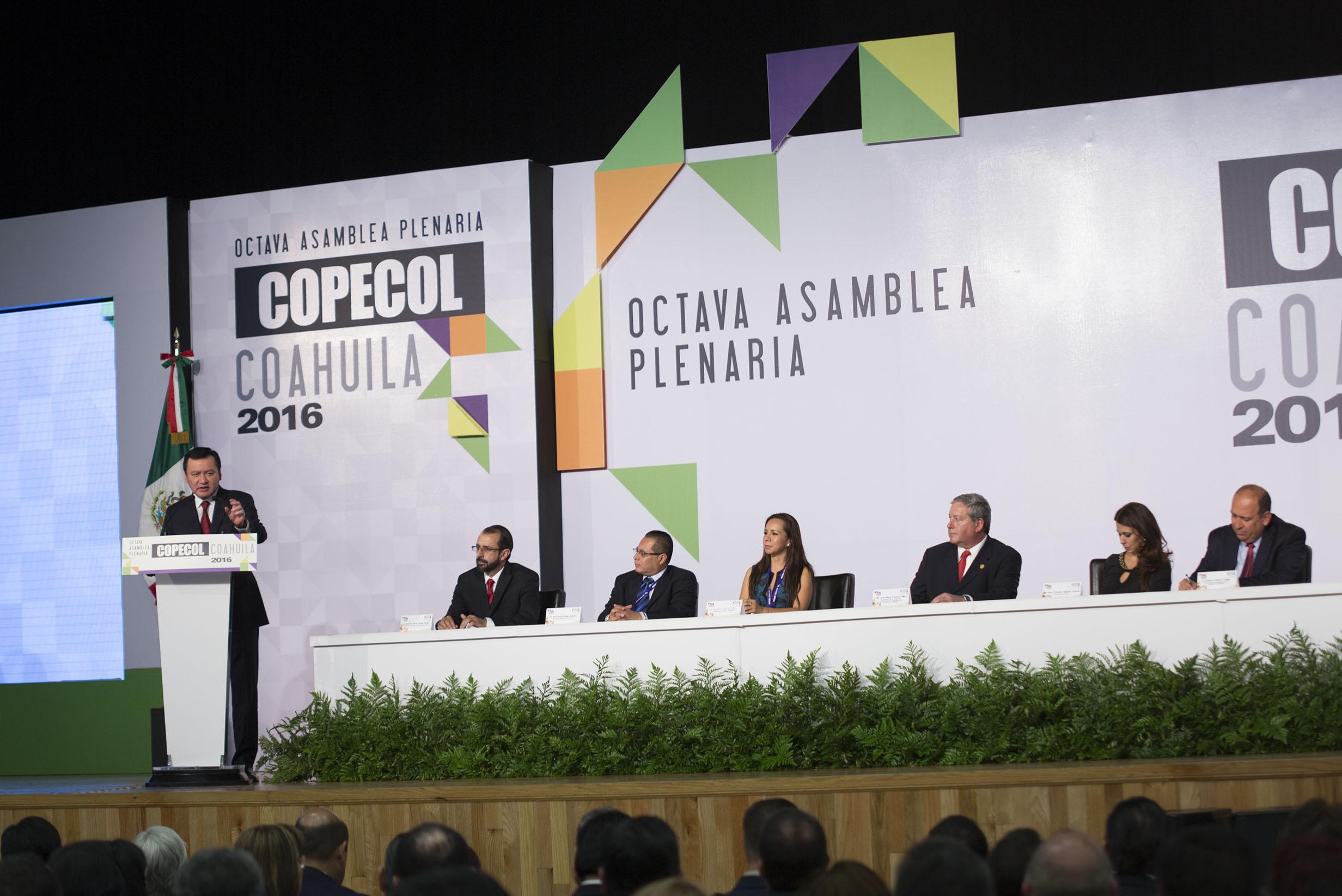 El Secretario de Gobernación, Miguel Ángel Osorio Chong, durante la Octava Asamblea Plenaria de la Conferencia Permanente de Congresos Locales realizada en Arteaga, Coahuila.