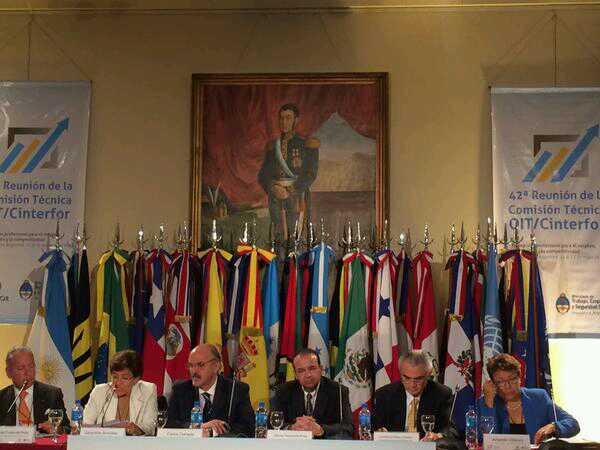 El Secretario del Trabajo y Previsión Social, Alfonso Navarrete Prida, afirmó que México avanza con paso firme en materia de políticas públicas para impulsar la formación profesional y fortalecer con ello el desarrollo productivo de los trabajadores.