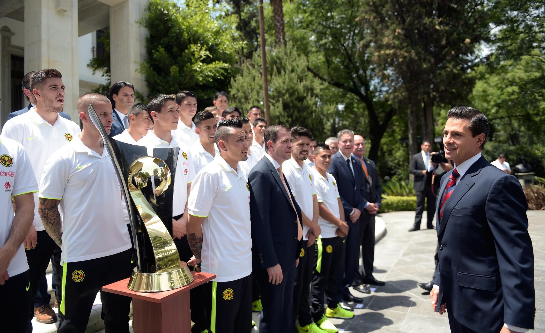 """""""Nuestra mayor felicitación, en nombre de la afición, y en nombre de México, porque ustedes han refrendado su título como bicampeones de la CONCACAF"""": EPN"""