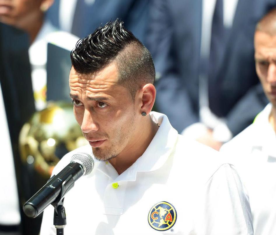 """Rubens Oscar Sambueza, durante el saludo al Campeón de la Liga de Campeones de la CONCACAF 2016 """"Club América""""."""
