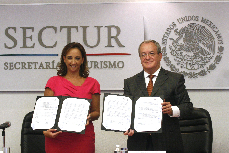 Convenio signado por la Secretaria de Turismo, Claudia Ruiz Massieu, y el Comisionado Nacional de Seguridad, Monte Alejandro Rubido.