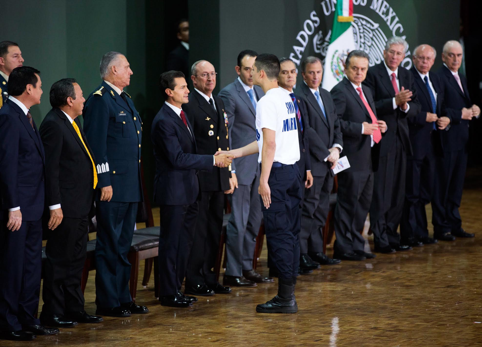 """En esta Administración """"estamos decididos a que los soldados y marineros del Servicio Militar Nacional y las mujeres voluntarias contribuyan al fortalecimiento de México"""": EPN"""