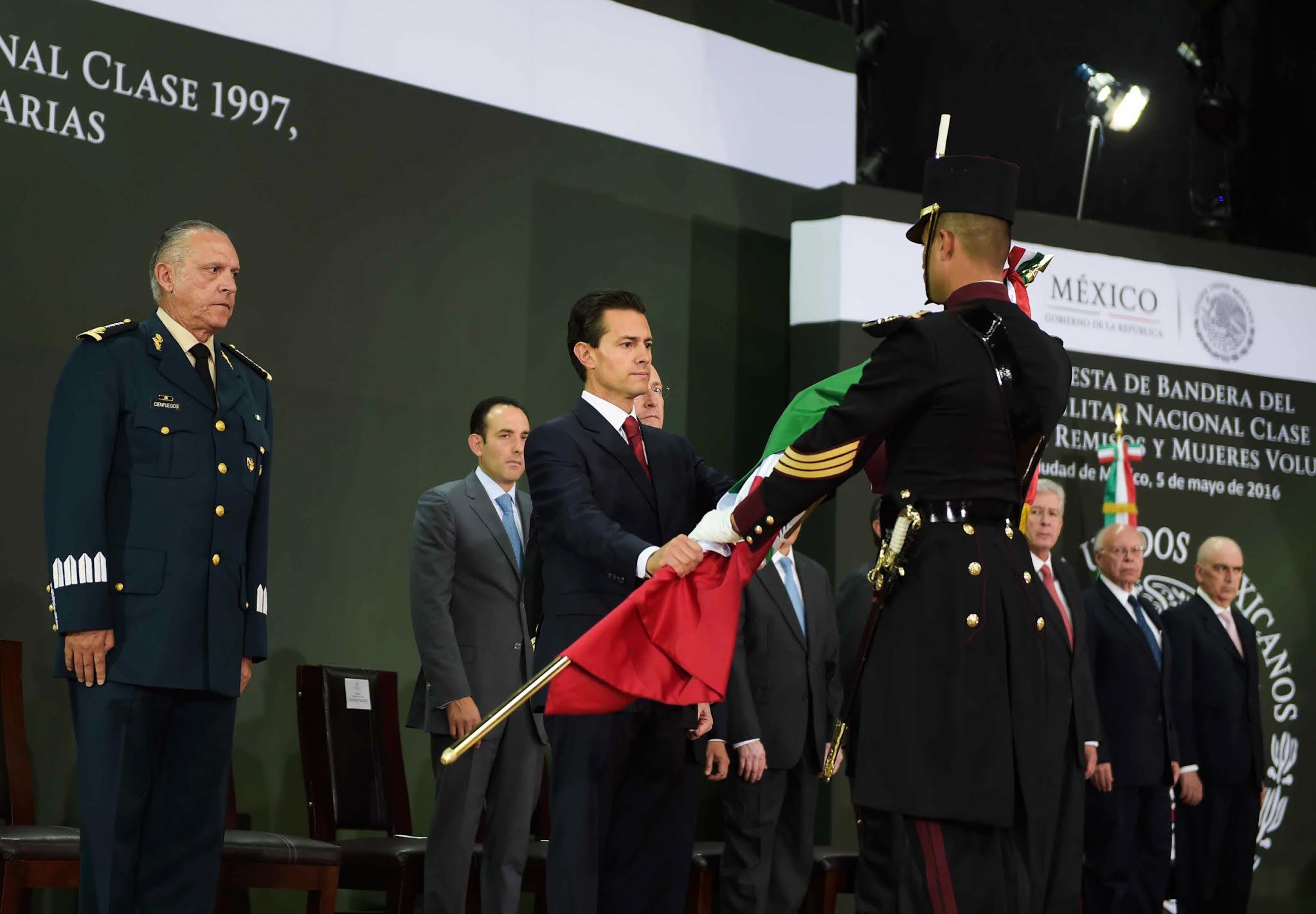 El Primer mandatario tomó la Protesta de Bandera a la clase 1997 del Servicio Militar Nacional.