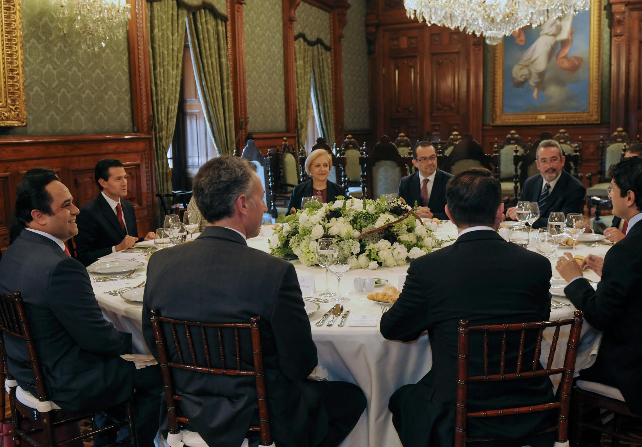 Se Rene El Presidente Enrique Pea Nieto Con Los Comisionados Del