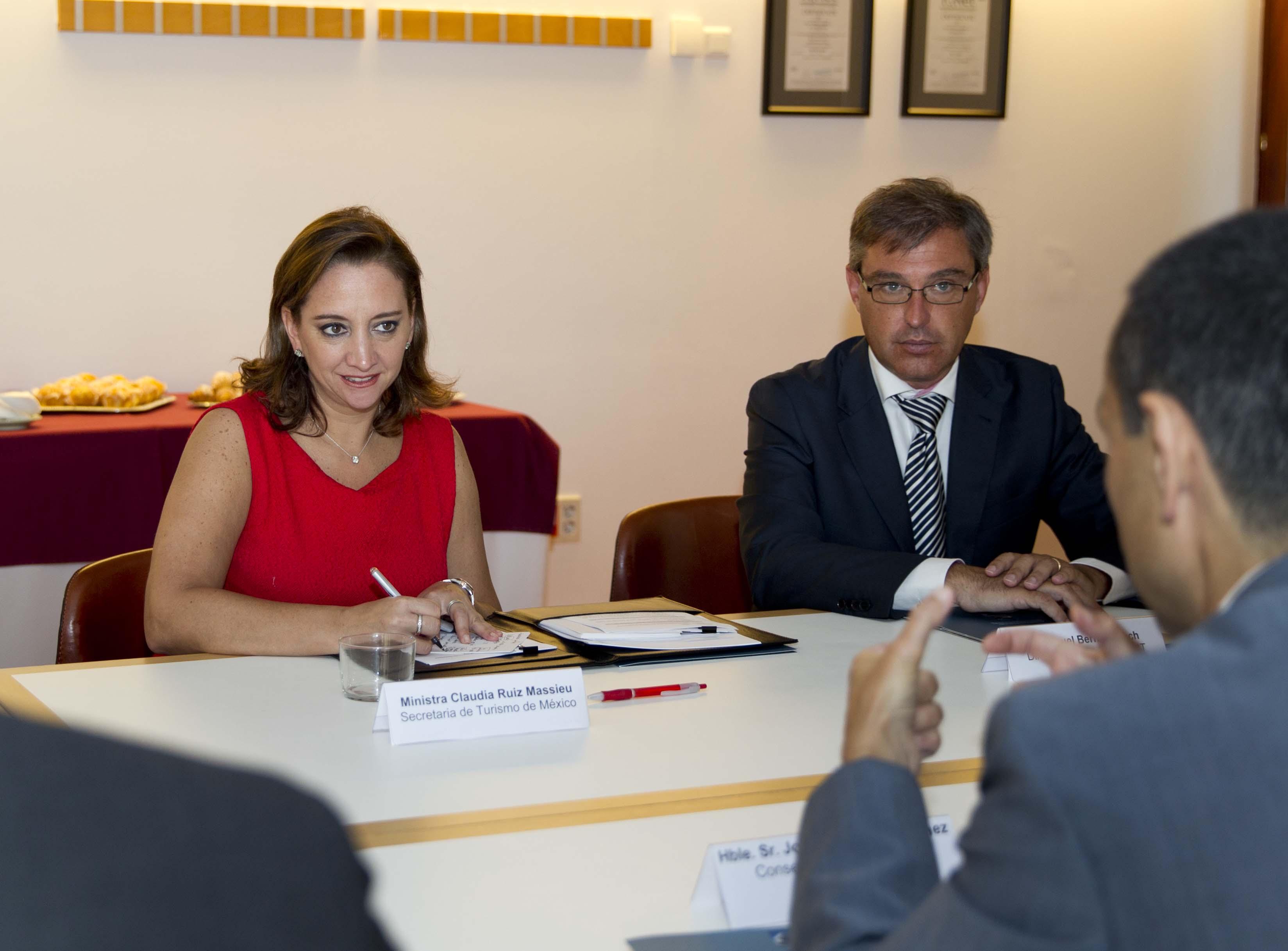 La Secretaria de Turismo del Gobierno de la República, Claudia Ruiz Massieu, sostuvo una reunión con el presidente de las Islas Baleares, José Ramón Bauzá Díaz.