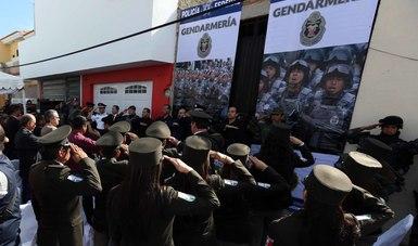 El titular de la División de Gendarmería de Policía Federal, Manelich Castilla Craviotto, acudió a la colonia Mascota, municipio de Ocotlán, donde acompañado por el Fiscal General del Estado, Eduardo Almaguer Ramírez encabezó la ceremonia luctuosa.