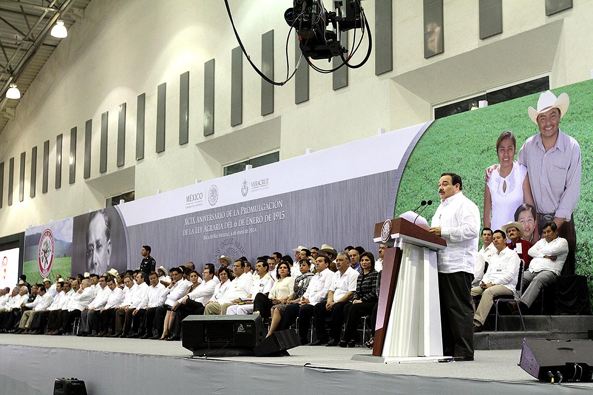 Titular de la SEDATU, Jorge Carlos Ramírez Marín en la ceremonia por el Aniversario de la Ley Agraria.