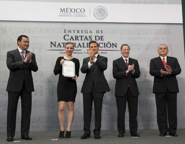 El Presidente Peña Nieto entrega Cartas de Naturalización.
