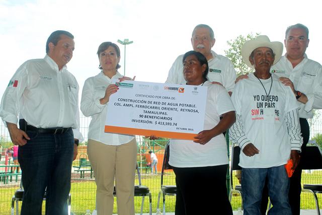 La secretaria de Desarrollo Social, Rosario Robles Berlanga, tomó protesta a los integrantes de 367 comités comunitarios de la Cruzada Nacional Contra el Hambre en Reynosa, Tamaulipas.