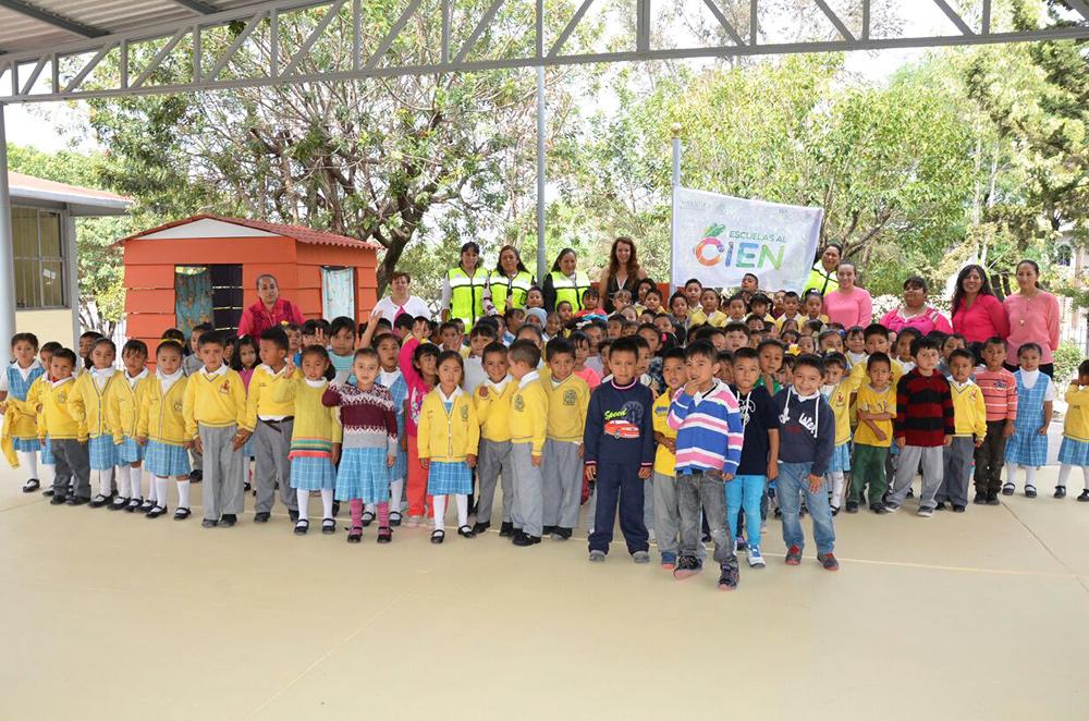Una bandera blanca más de Escuelas al CIEN en el país, correspondió al preescolar Motolinia en Querétaro