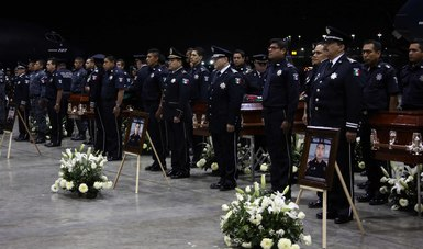 En memoria de los caídos, una sección de la corporación ejecutó una salva de fusilería.