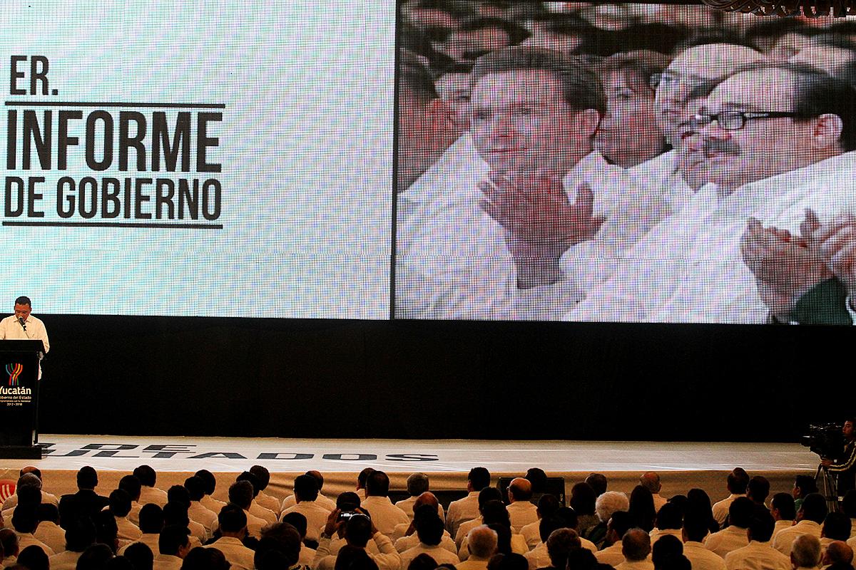 El titular de la Secretaría de Desarrollo Agrario, Territorial y Urbano (SEDATU), Jorge Carlos Ramírez Marín, asistió al Primer Informe de Labores del gobernador de Yucatán, Rolando Zapata Bello.
