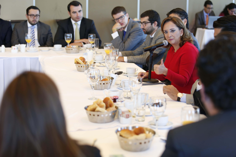 La Secretaria de Turismo del Gobierno de la República, Claudia Ruiz Massieu, se reune con miembros del Grupo Chapultepec.