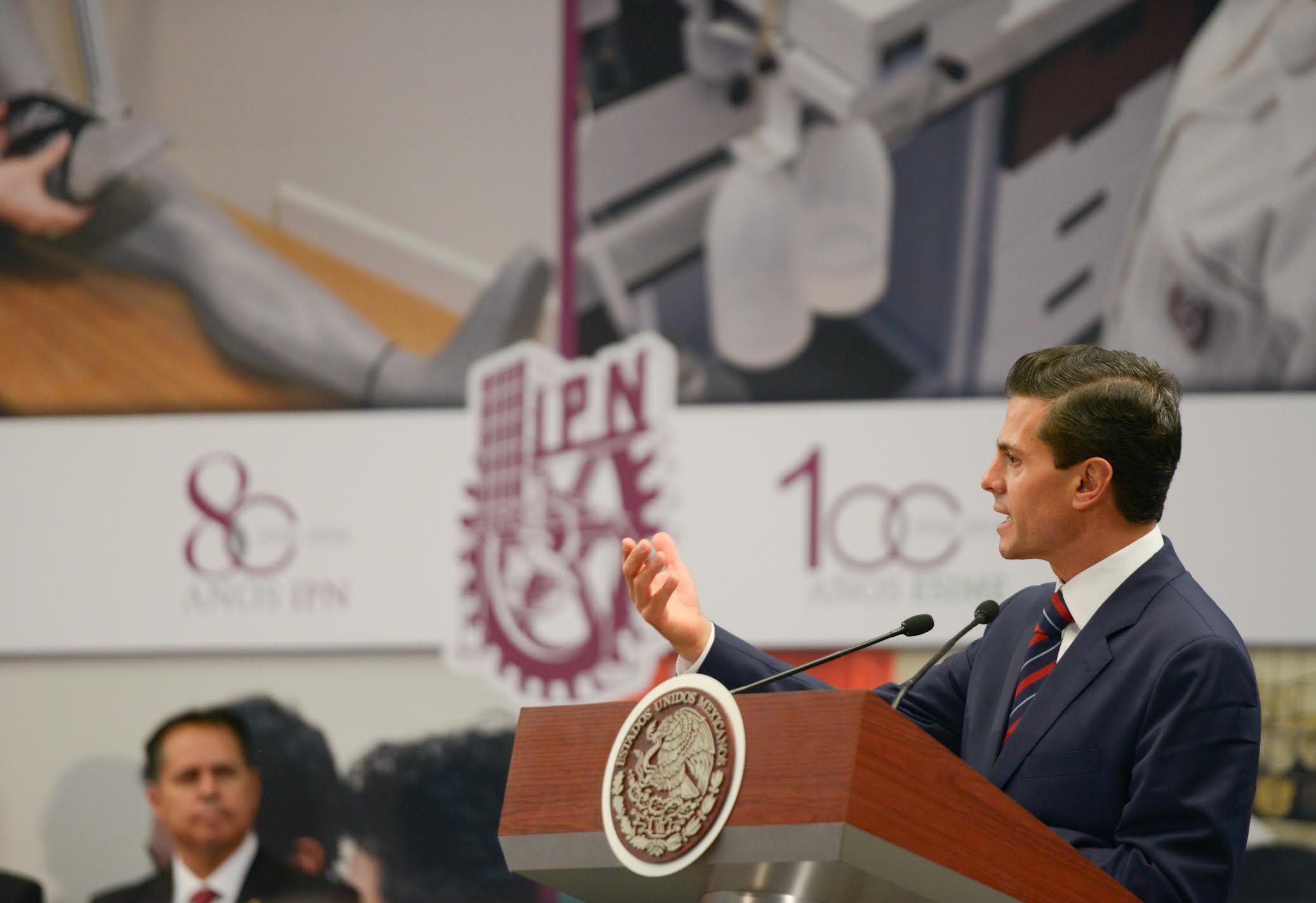 """""""Queremos que el Politécnico Nacional siga acompañando las grandes transformaciones nacionales. Servir a México a través de la técnica fue la misión que se le encomendó hace 80 años, y esa es la misión que debe seguir asumiendo"""": EPN"""