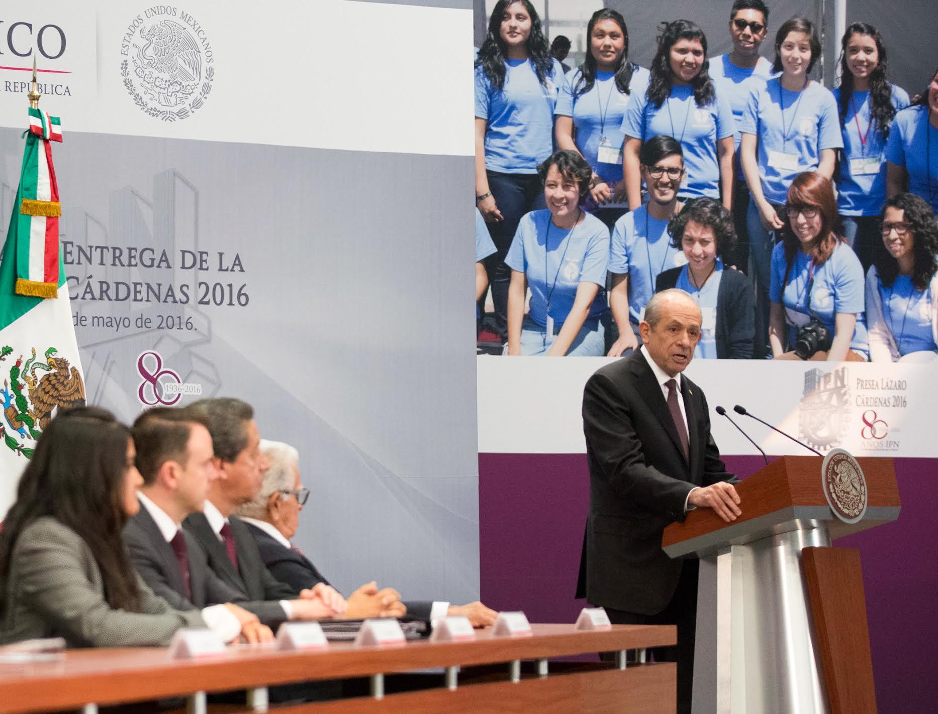 """""""Honraré la palabra empeñada y la firma del Gobierno Federal, inhibiré a quienes intentan demostrar que la educación pública y gratuita no es opción para el futuro"""", doctor Enrique Fernández Fassnacht."""