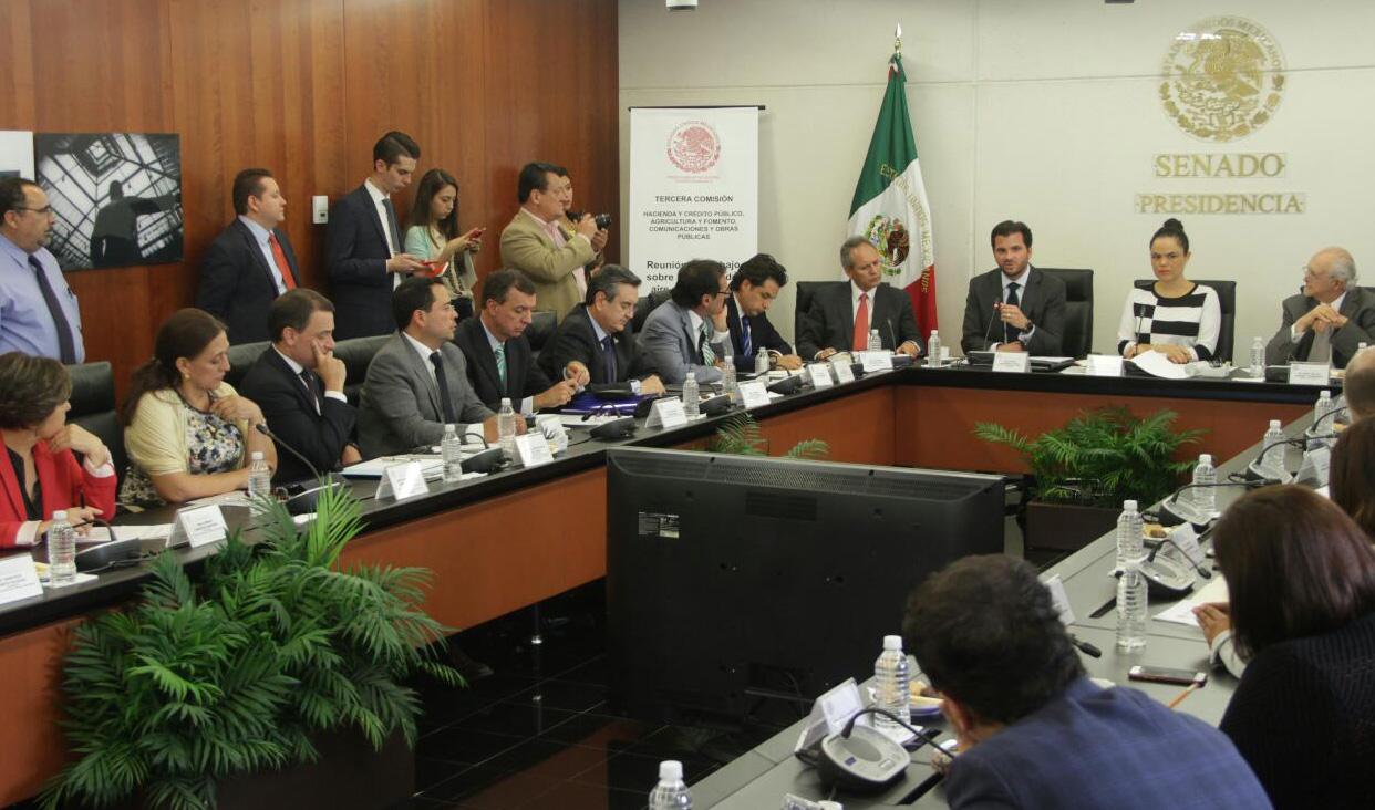 En el Senado de la República se analizaron y discutieron problemas y propuestas para combatir la contaminación atmosférica.