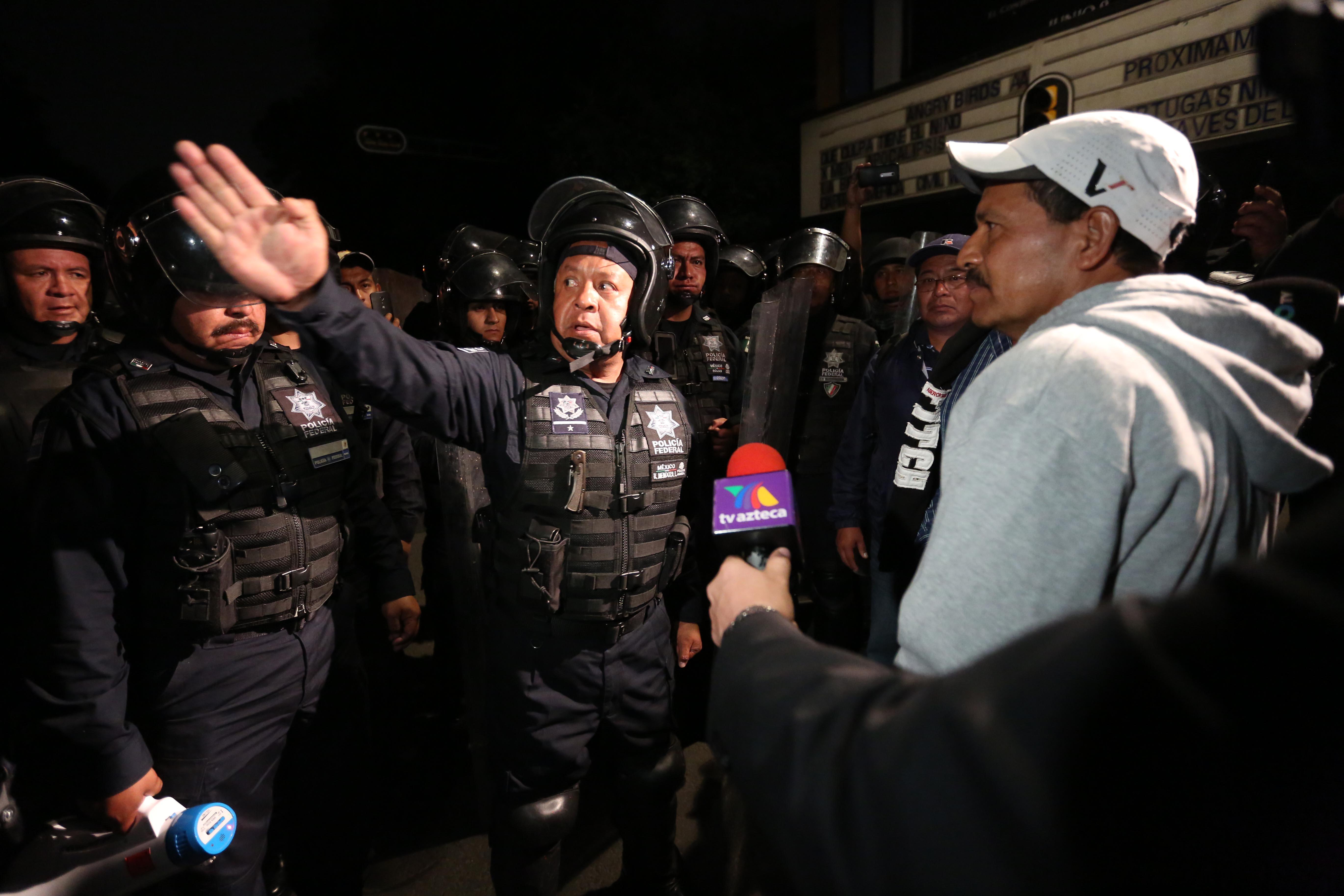 A través del diálogo con la Policía Federal, manifestantes reubican el campamento
