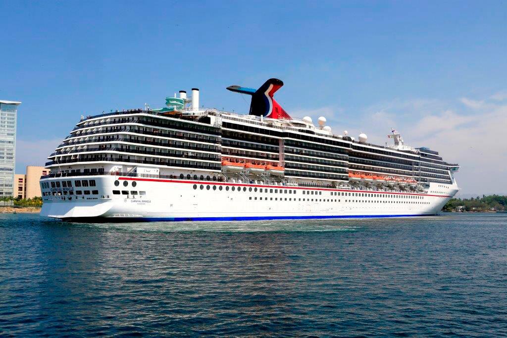 Arribó el crucero Carnival Miracle en Puerto Vallarta.