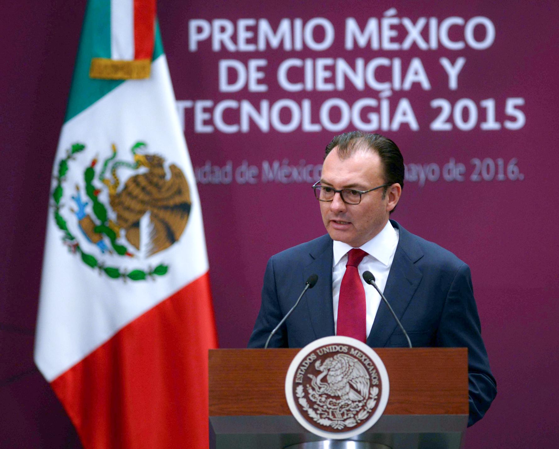 """El día de hoy el Fondo Monetario Internacional acaba de anunciar que ha tomado la decisión de extender por dos años más y ampliar en su monto la línea de crédito flexible con México"""", Luis Videgaray Caso, Secretario de Hacienda y Crédito Público."""