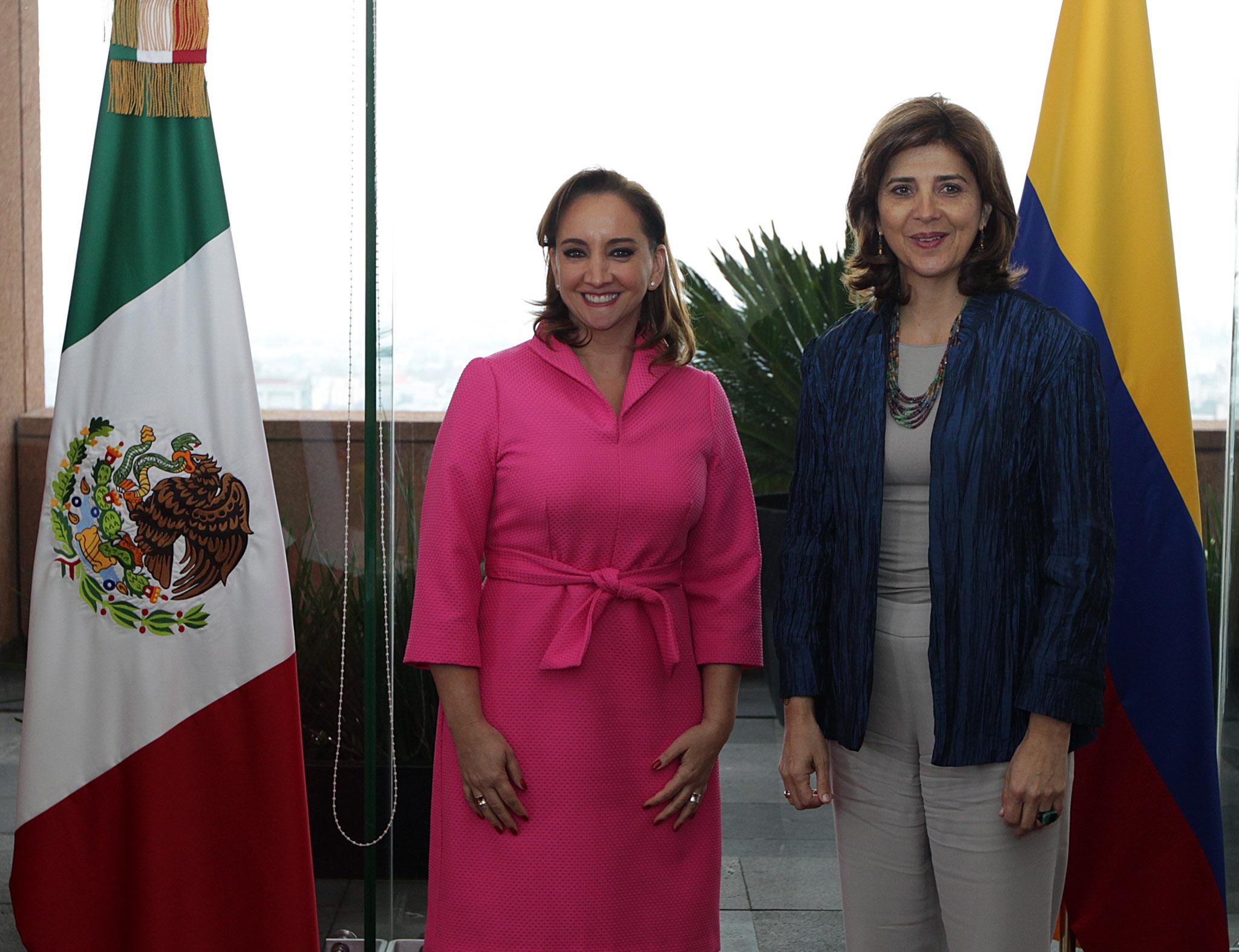 En el encuentro, ambas Cancilleres celebraron el excelente estado en el que se encuentra la relación bilateral y conversaron sobre los preparativos de la próxima Visita de Estado que realizará el Presidente Enrique Peña Nieto a Colombia, en el mes de octu