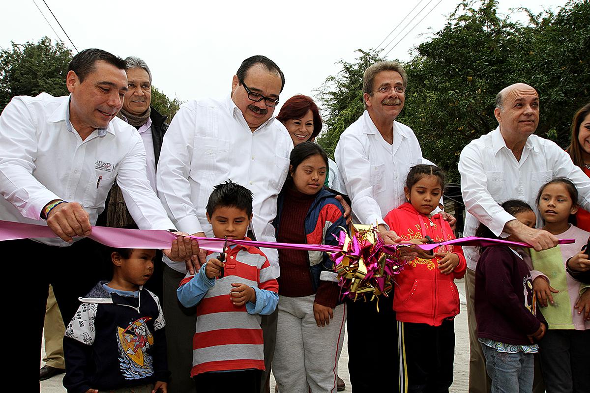 En gira de trabajo por este municipio, el titular de la Secretaría de Desarrollo Agrario, Territorial y Urbano (SEDATU), Jorge Carlos Ramírez Marín, junto con el gobernador Fernando Toranzo Fernández.