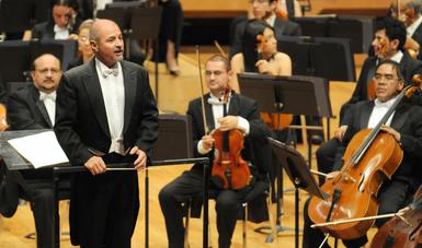 El compositor fue invitado al escenario para dirigir la Orquesta Filarmónica de la UNAM durante la ejecución de esta pieza