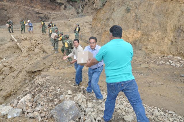 Supervisan la entrega de los apoyos en Tlacoapa, una de las poblaciones más aisladas en Guerrero