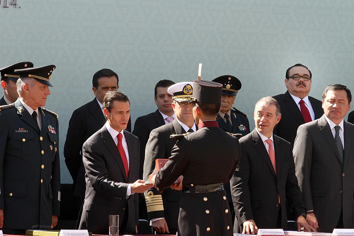 El Presidente Enrique Peña Nieto encabezó la ceremonia por el 101 Aniversario de la Marcha de la Lealtad en el patio central del Castillo de Chapultepec.