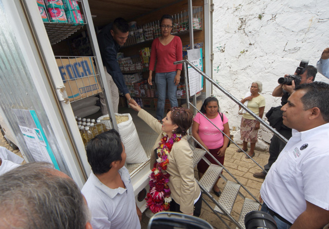 Rosario Robles instruye a las sectorizadas Liconsa y Diconsa a recuperar su carácter social en favor de las comunidades marginadas del país.