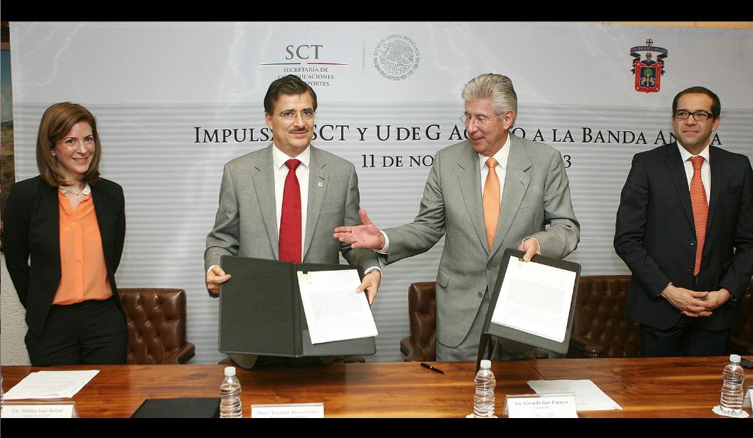 A través del proyecto México Conectado se impulsará el acceso a la banda ancha en sitios y espacios públicos del país.