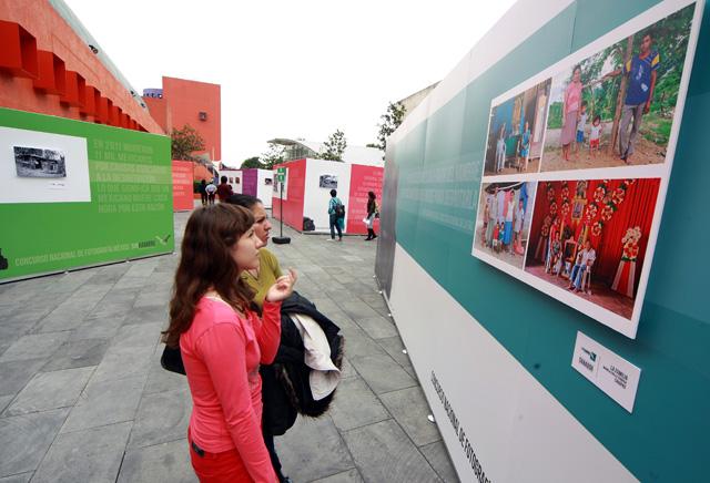 """Se inaugura muestra fotográfica """"México sin Hambre"""" abierta desde ayer en la Plaza """"Ricardo Legorreta"""" del Centro Nacional de las Artes."""