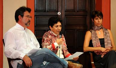 Las mujeres han dotado a la indumentaria de un sentido simbólico que trasciende el utilitarismo, afirmó Ana Bella Pérez Castro