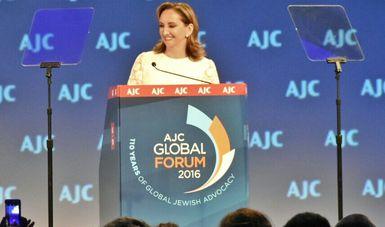La Canciller Claudia Ruiz Massieu dando su discurso frente al Comité Judío- Americano (AJC) en el Global Forum 2016