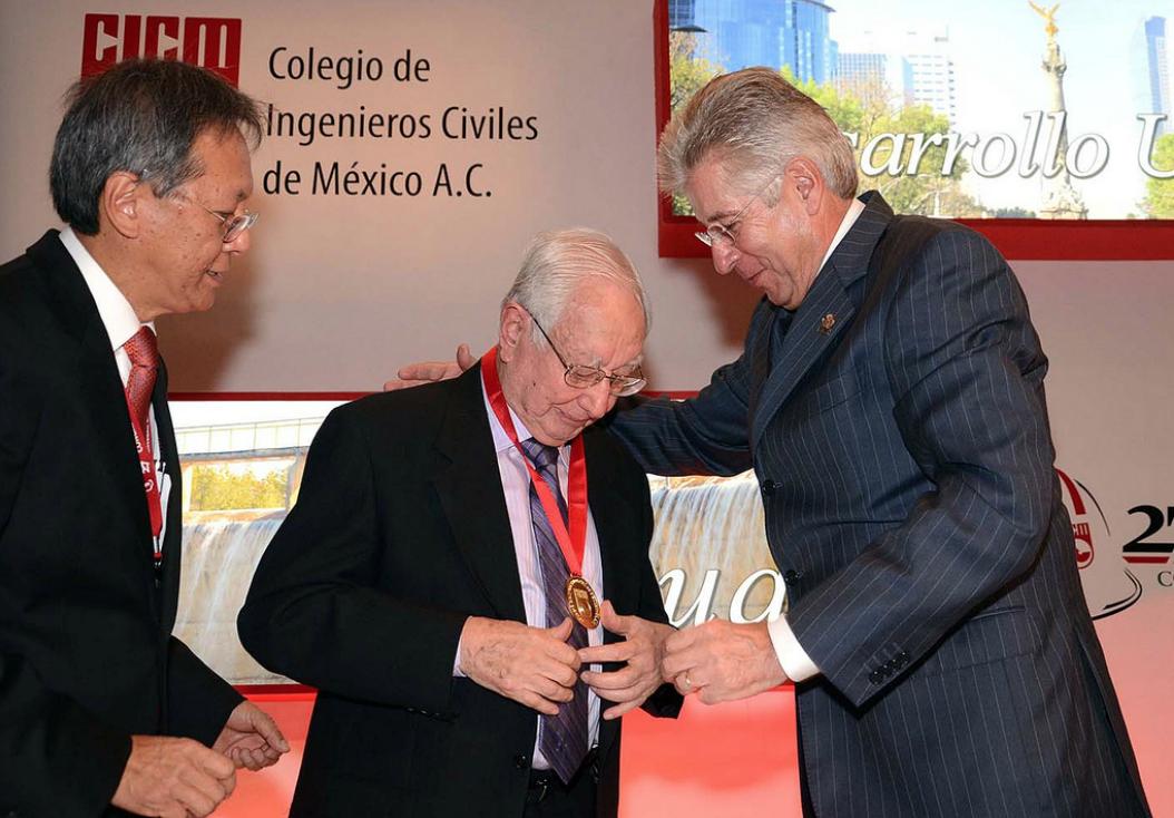 El Secretario de Comunicaciones y Transportes inauguró, en representación del Presidente Enrique Peña Nieto, el 27 Congreso Nacional de Ingeniería Civil: Compromiso por México